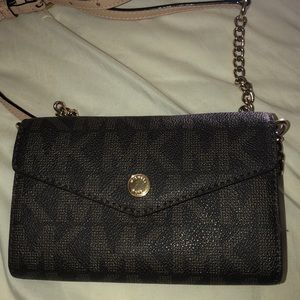 MICHEAL KORS CROSS BODY PURSE WALLET